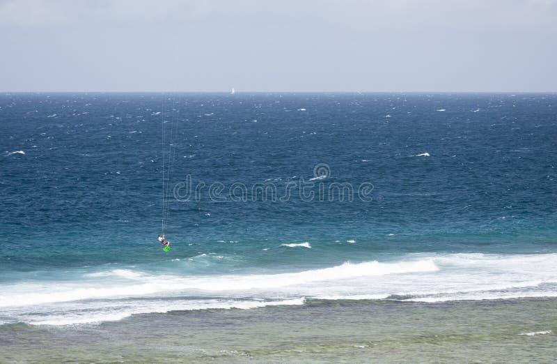 Kitesurfer in La Digue, Seychellen, redactie royalty-vrije stock afbeelding