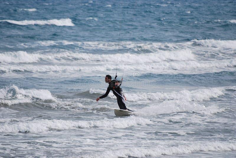 Kitesurfer in Middellandse-Zeegebied royalty-vrije stock afbeeldingen
