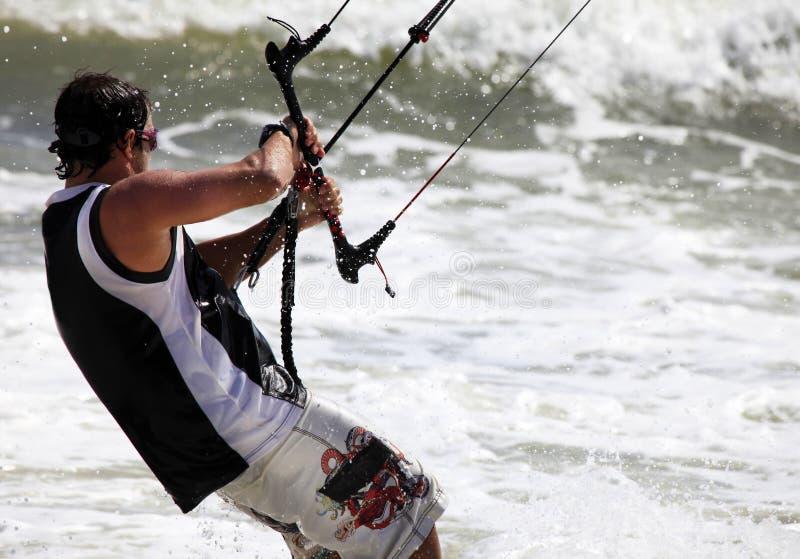 Kitesurfer na ação fotografia de stock royalty free