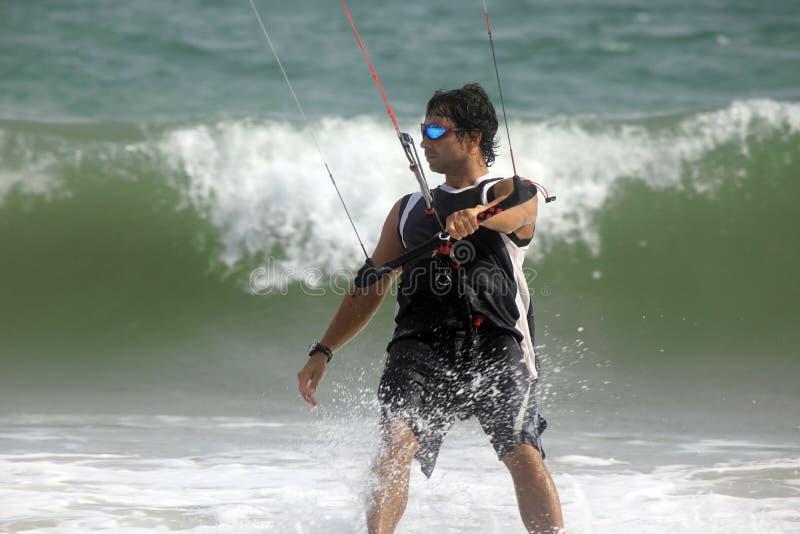 Kitesurfer nell'azione fotografia stock libera da diritti
