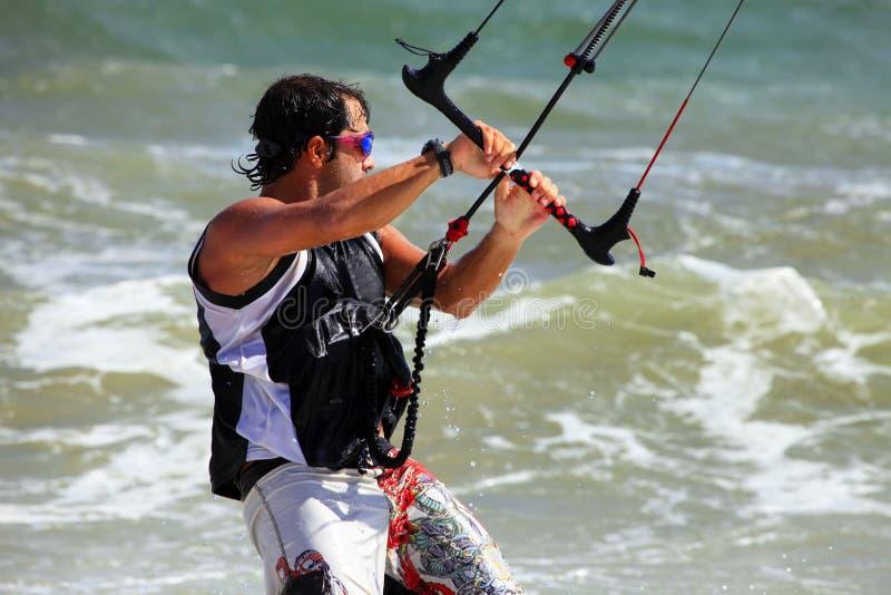 Kitesurfer nell'azione immagine stock