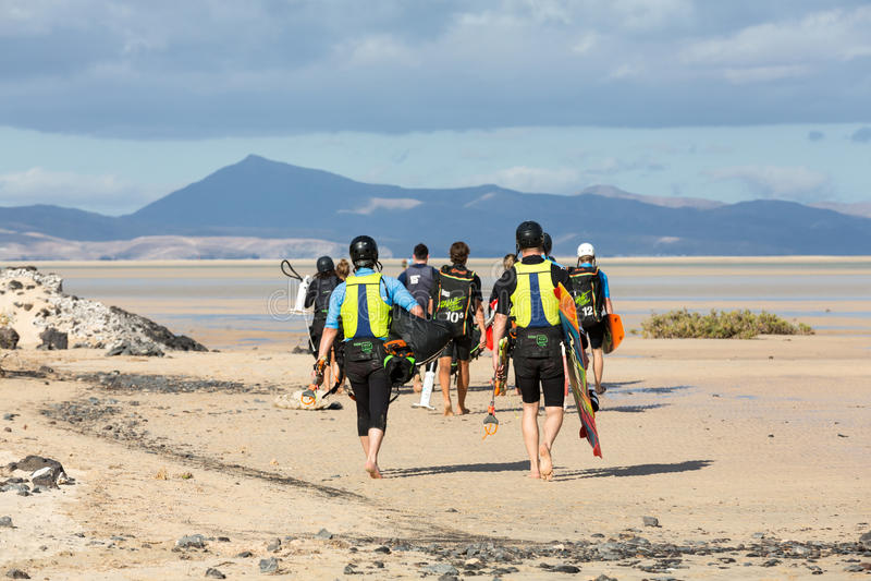 Kitesurfers su Beach Playa de Sotavento, Isole Canarie Fuerteventura fotografia stock