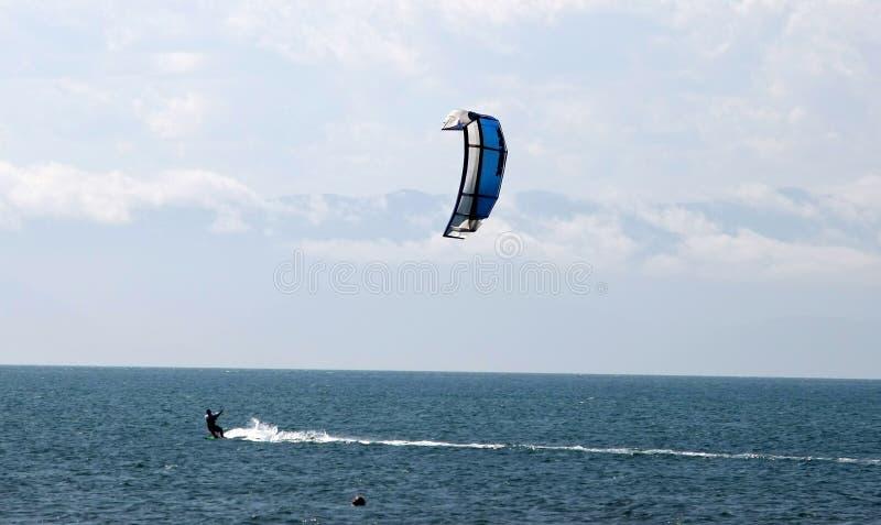 kitesurfing стоковые фотографии rf