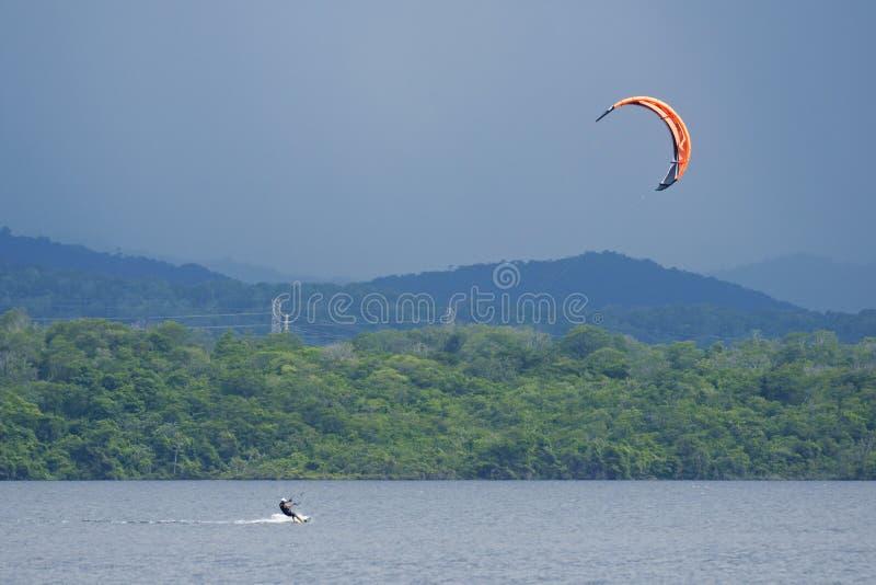 Kitesurfing fotos de stock royalty free