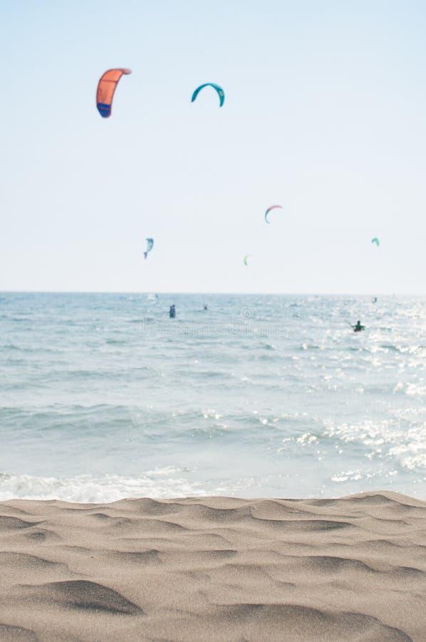Kitesurfing plaży scena zdjęcie stock