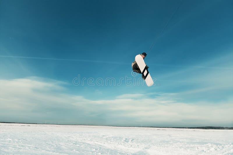 Kiting na snowboard na zamarzniętym jeziorze zdjęcia royalty free