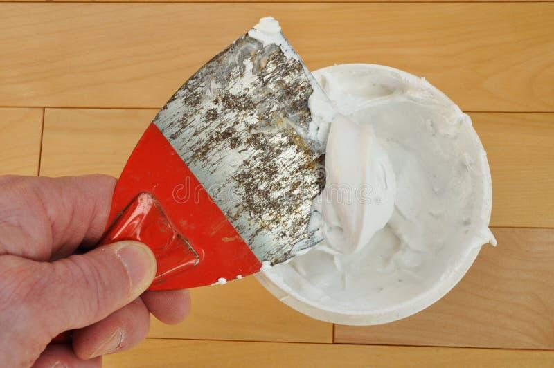 Kitt-Messer mit Spackling Paste stockfotos