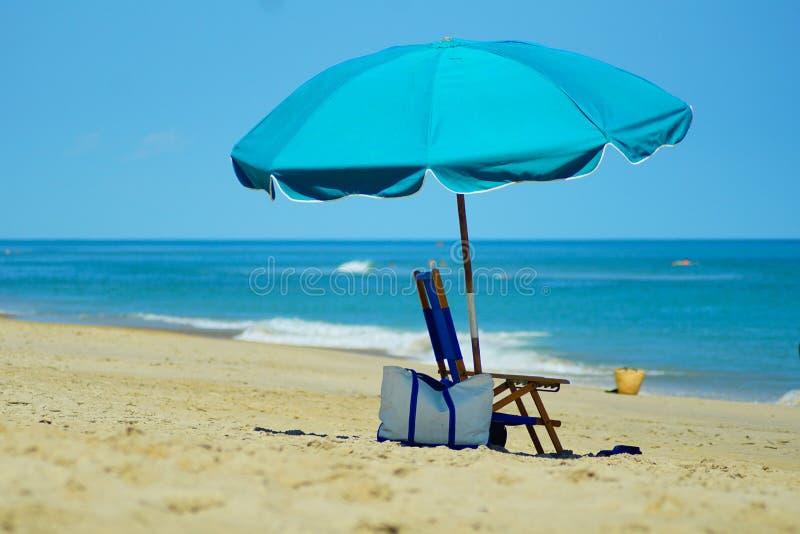 Kitty Hawk Beach Seascape med paraplyet arkivfoto