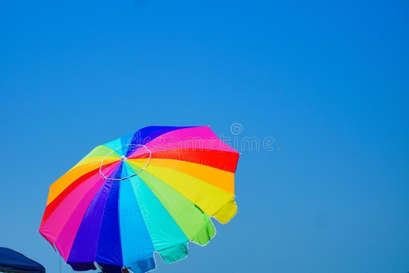 Kitty Hawk Beach Seascape mit Regenschirm stockfotografie