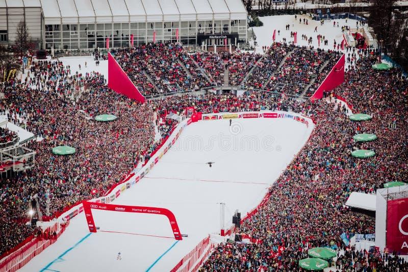 KitzbÃ-¼ Hel Hahnenkamm abschüssiger Ski Race stockfotos