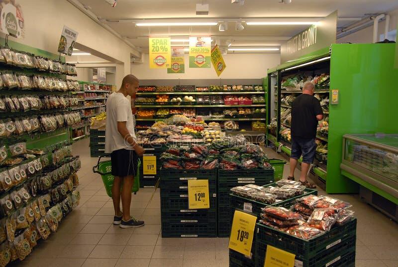 Download KIWAI sklep spożywczy zdjęcie stock editorial. Obraz złożonej z kupujący - 57670123