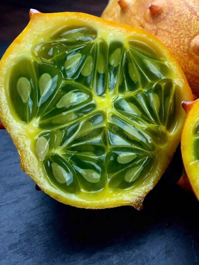 Kiwano eller horned melon royaltyfri fotografi