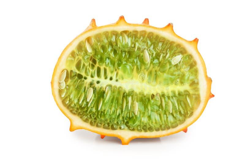 Kiwano oder gehörnte Melonenhälfte lokalisiert auf weißem Hintergrund stockfotos