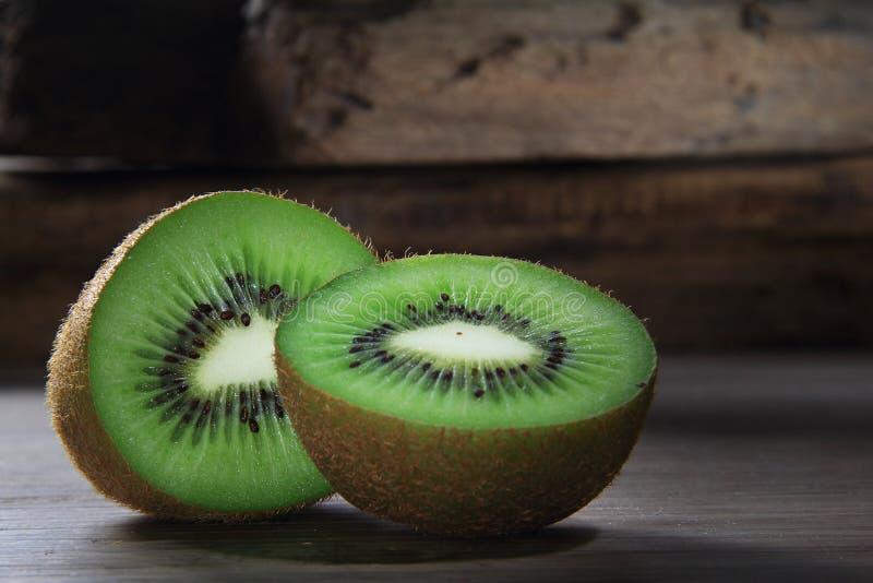 Kiwi Cut In Half stockbild