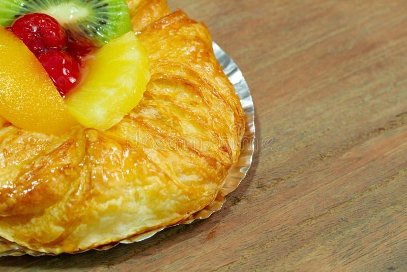 Kiwi de confiture de cerise de pain et fruit d'ananas images stock