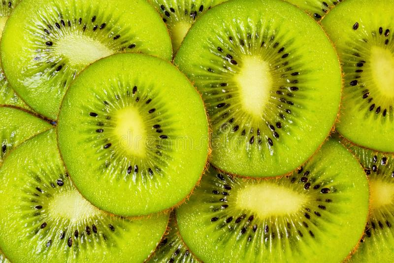 Kiwi delikatności pożytecznie jagoda jest zielenią lub kolorem żółtym używać dla przygotowania marynaty jedzącymi świeżymi, dojrz obrazy royalty free