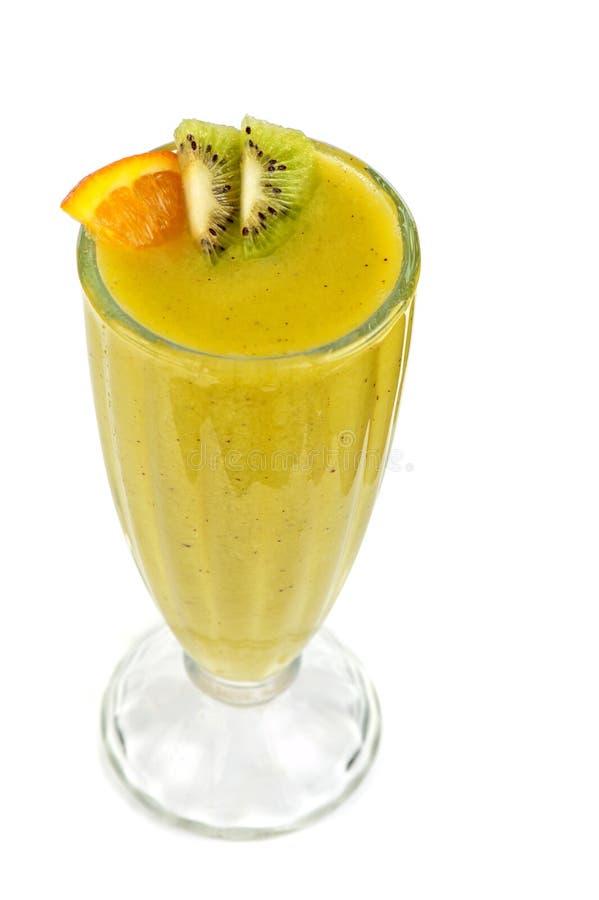Kiwi e cocktail del passionfruit immagini stock