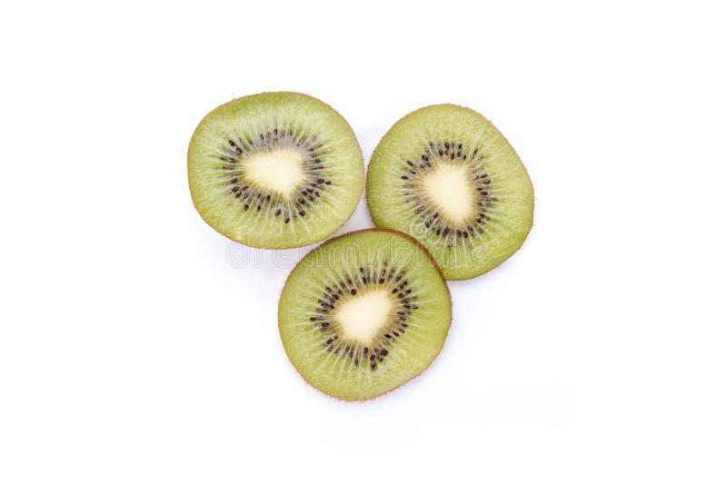 Kiwi geschnittene Segmente lokalisiert auf weißem Hintergrundausschnitt stockfoto