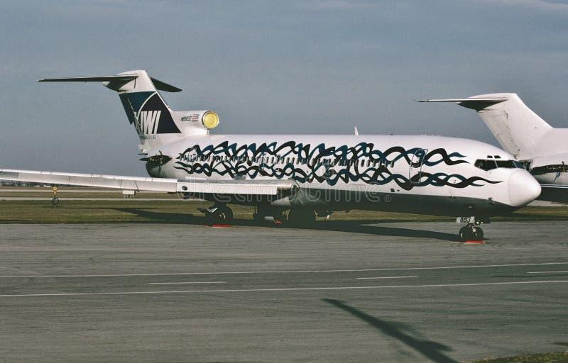 Kiwi International Air Lines Boeing B-727 en el almacenamiento en Hamilton International Airport, Ontario Canadá en 1998 fotografía de archivo