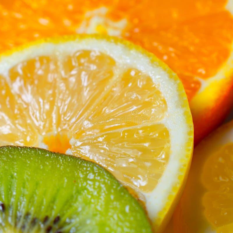 Kiwi Lemon und Orange gestapelt stockbilder