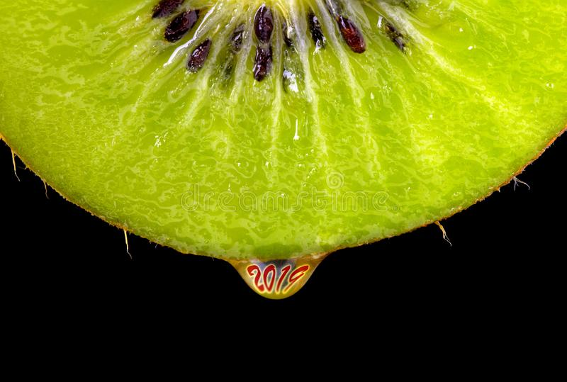 Kiwi owoc z w górę kropli sok i numerowy 2019 Pojęcie zdrowy łasowanie i styl życia w nowym roku 2019 fotografia royalty free