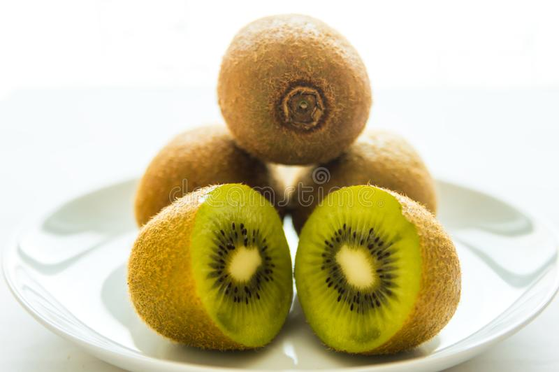 Kiwi, rżnięty kiwi, owoc obraz stock