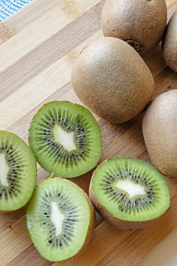 Kiwi skivad bästa skörd för stående royaltyfria foton
