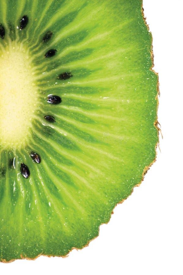 Kiwi Slice Cut Texture, ausführliche Makronahaufnahme, lokalisierter vertikaler Kopien-Raum stockfotos