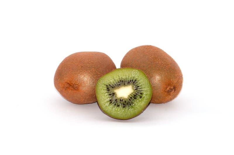 Kiwi su fondo bianco Isolato maturo succoso della frutta immagine stock