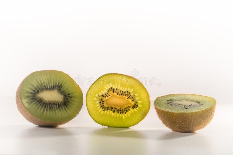 Kiwi - utsatt insida royaltyfri bild