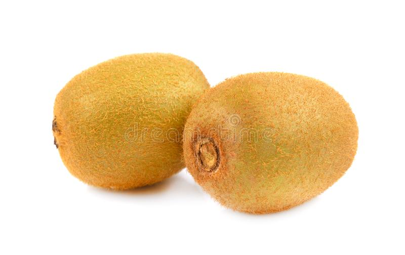 Kiwifruit dat op witte achtergrond, gehele kiwi op wit wordt geïsoleerd royalty-vrije stock foto's