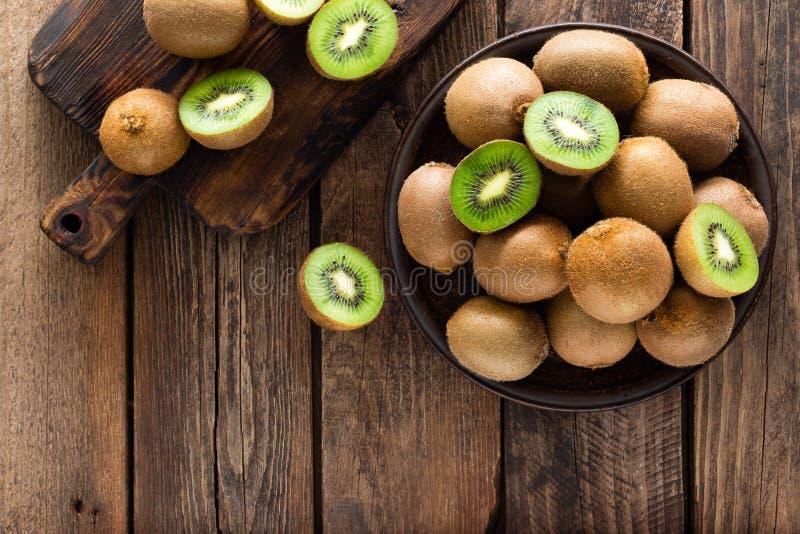 Kiwifruit op houten rustieke lijst, ingrediënt voor detox smoothie royalty-vrije stock foto