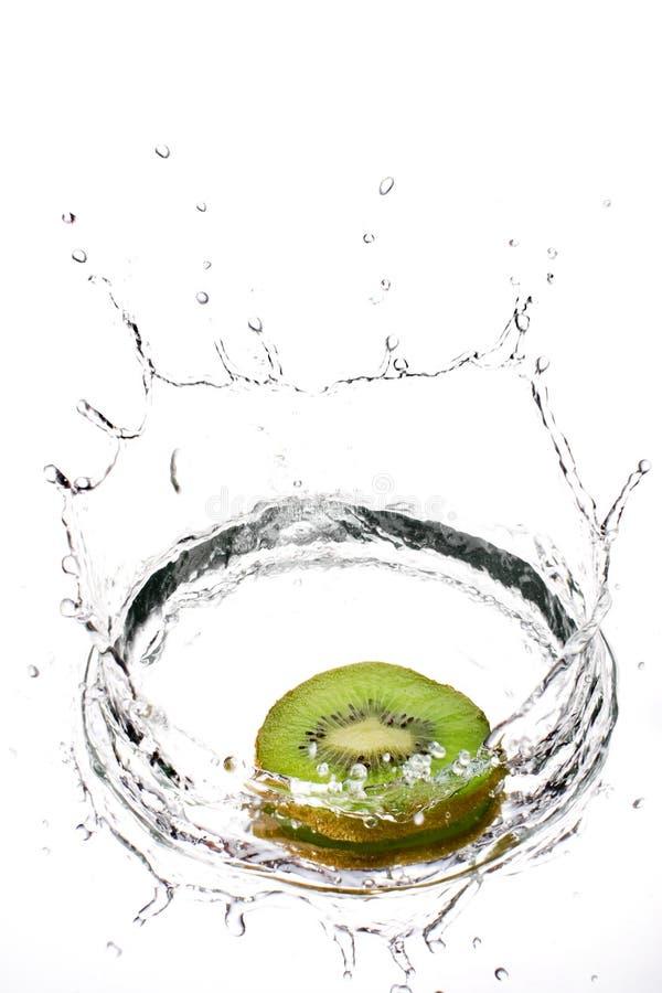 Kiwifruit in spruzzata media immagini stock libere da diritti
