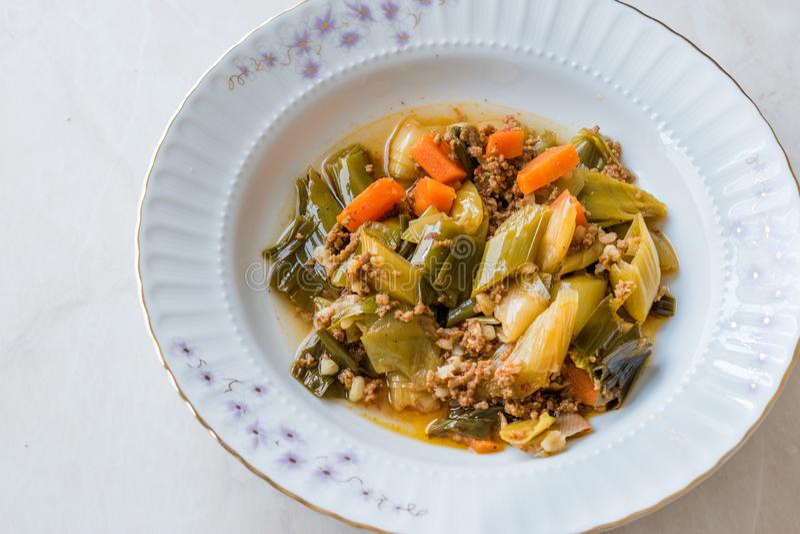 Турецкий лук-порей еды с семенить мясом/Kiymali Pirasa стоковое фото