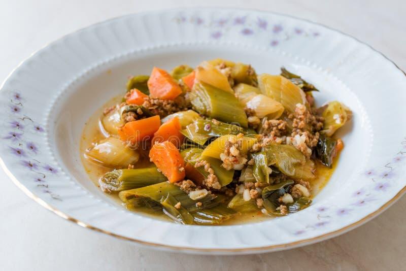 Турецкий лук-порей еды с семенить мясом/Kiymali Pirasa стоковое изображение
