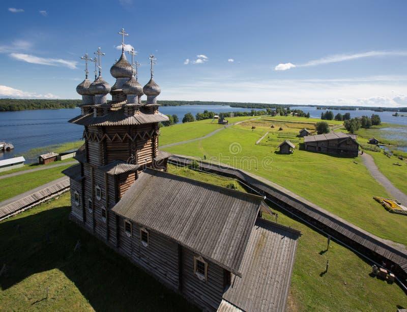 Kizhi ett museum av träarkitektur royaltyfria bilder
