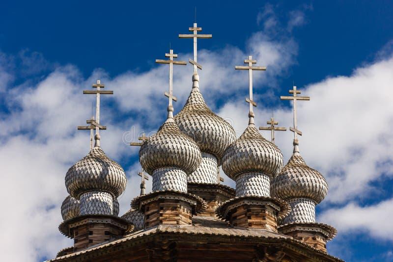 Kizhieiland, Petrozavodsk, Karelië, Russische Federatie - 20 Augustus, 2018: Volksarchitectuur en de geschiedenis van de bouw o royalty-vrije stock foto