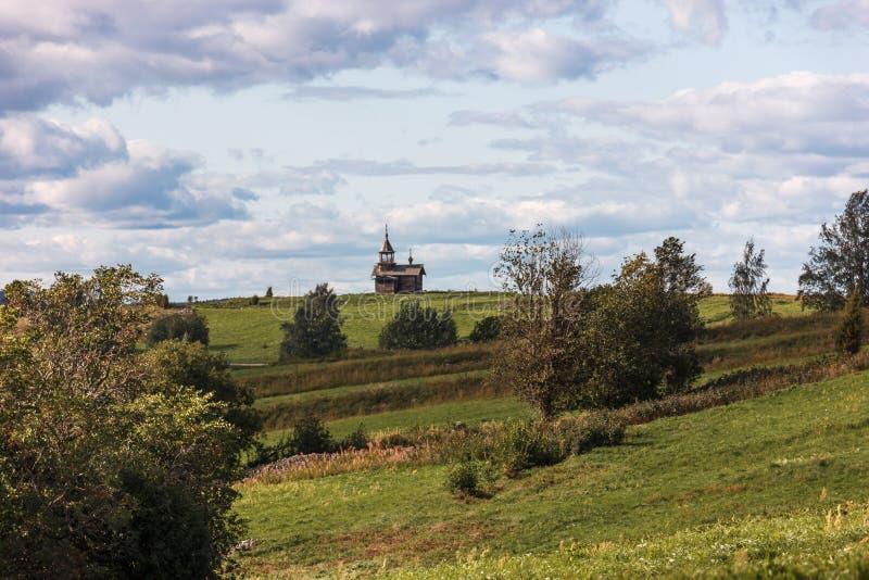 Kizhieiland, Petrozavodsk, Karelië, Russische Federatie - 20 Augustus, 2018: Volksarchitectuur en de geschiedenis van de bouw o royalty-vrije stock foto's