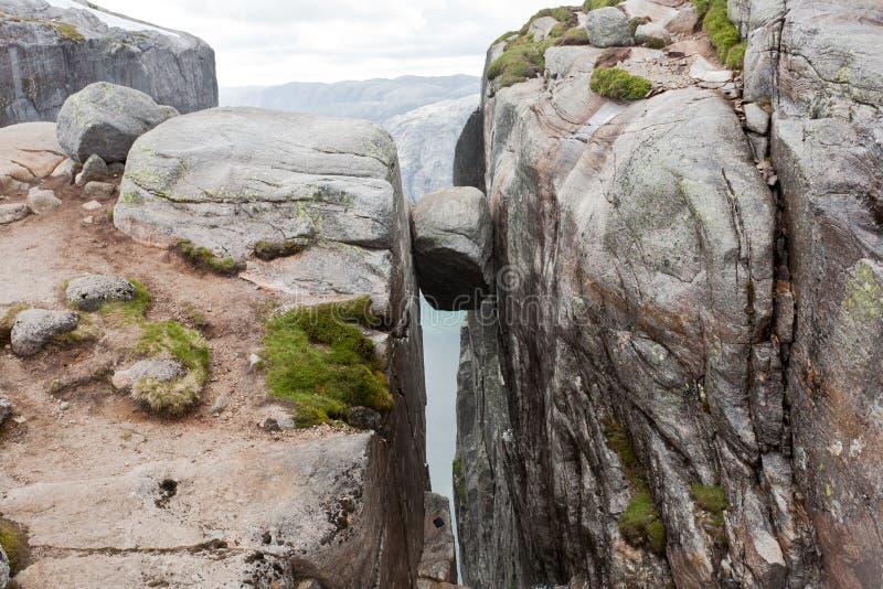 Kjeragbolten in Norvegia immagine stock