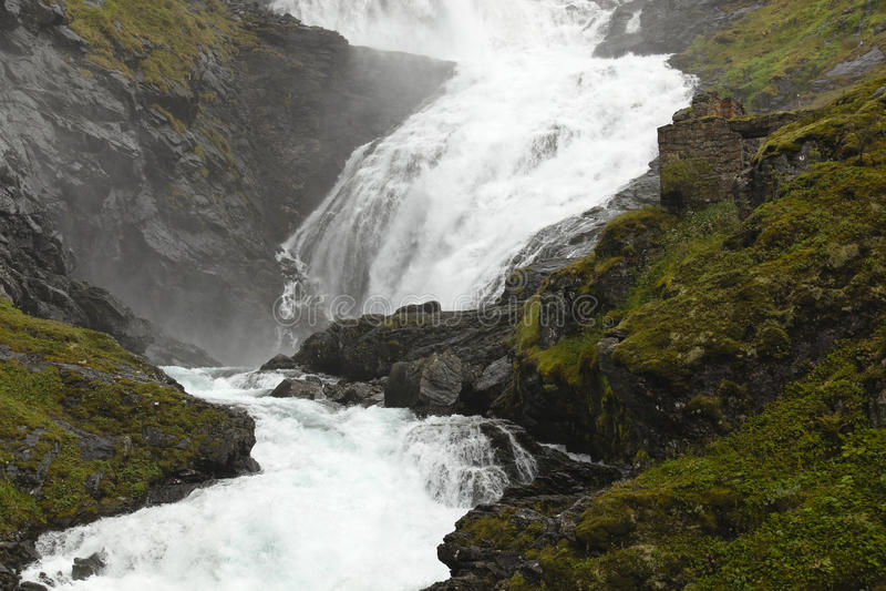 kjosfossen挪威瀑布 免版税库存图片