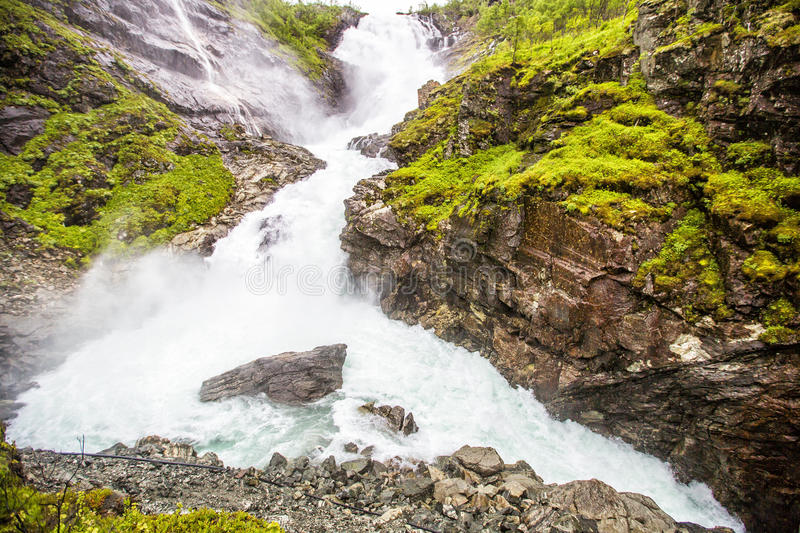 Kjosfossen瀑布在Flam,挪威 免版税库存照片