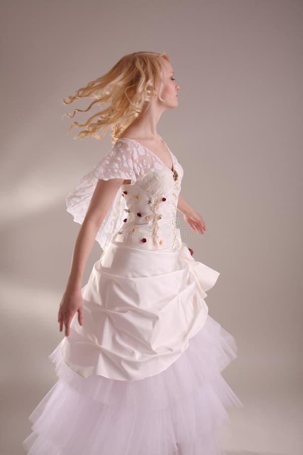 klä bröllopkvinnan royaltyfri fotografi