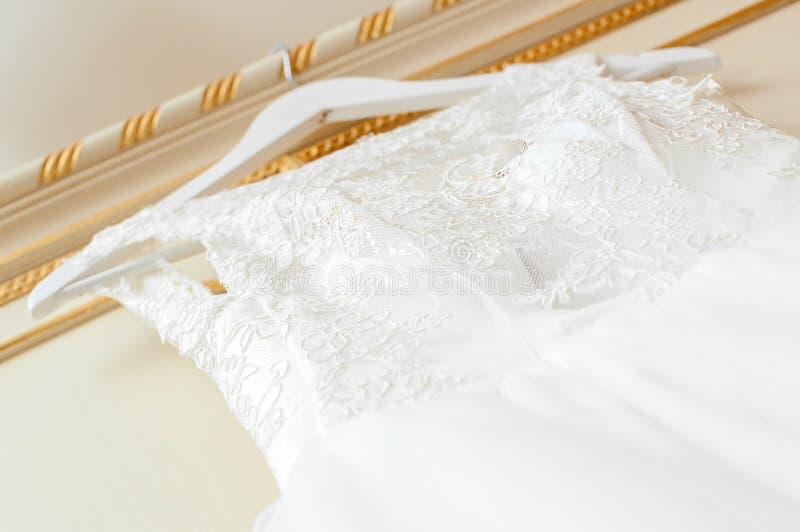 klä bröllopwhite arkivbilder