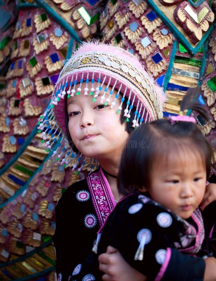 klädd mhong t traditionellt arkivfoto