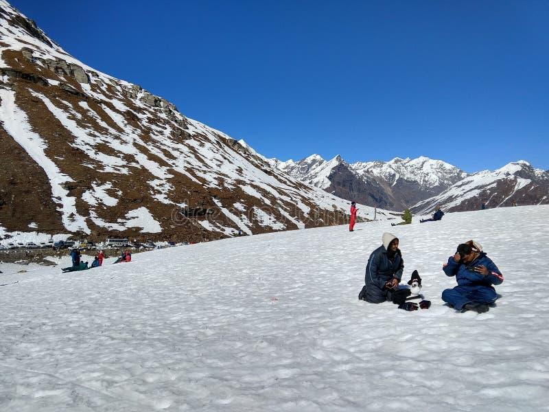 Klädda Himalayas för snö! arkivbilder
