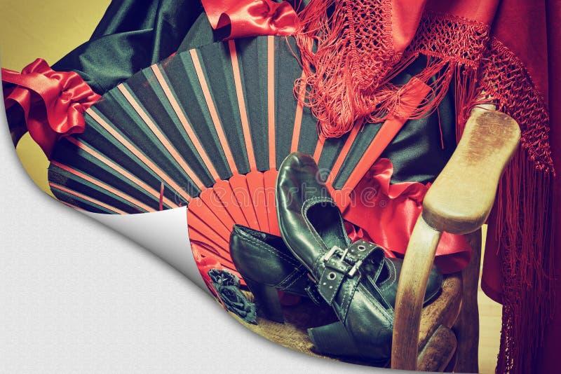 Kläder för flamencodans på en sida med krullningseffekt royaltyfri bild