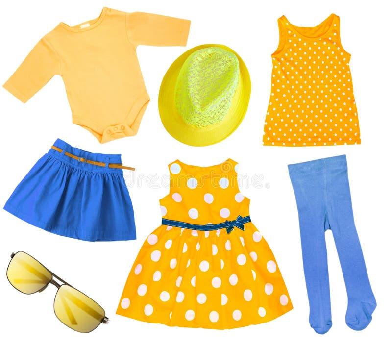 Kläder för sommar för barnflicka isolerad ljus royaltyfria foton