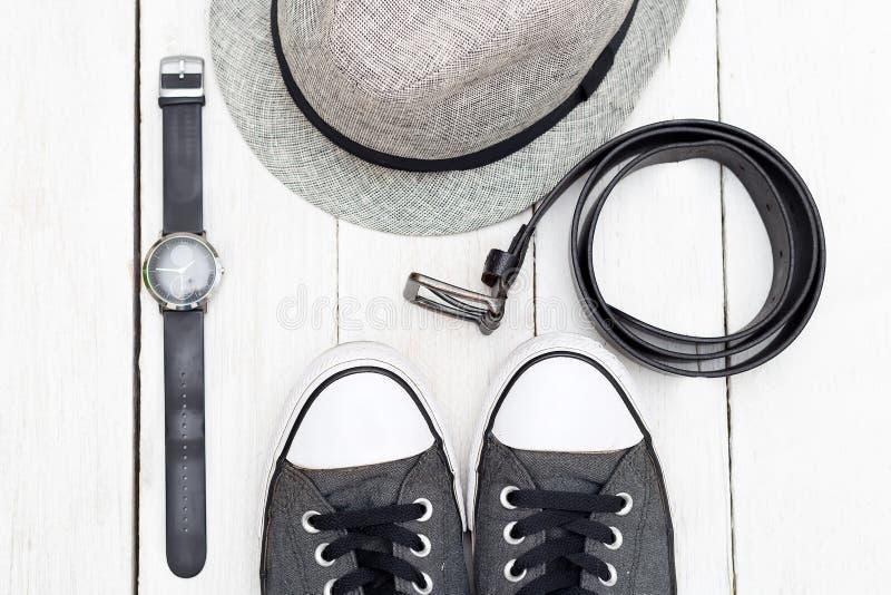 Kläder och tillbehör för män Lekmanna- lägenhet royaltyfria foton