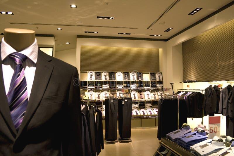 klädmän s shoppar royaltyfri bild