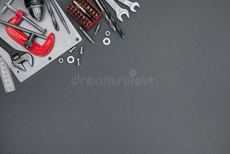 Klämma, bultar och skruvar, bitar, justerbara skiftnycklar, skruvnycklar och royaltyfria foton